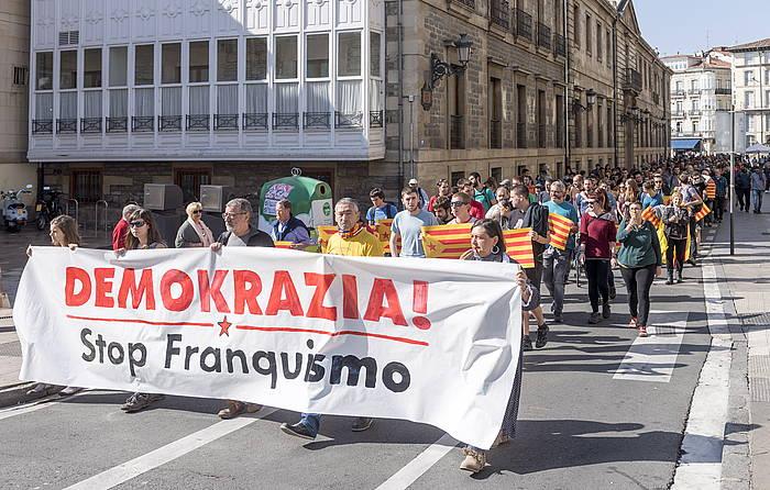 Kataluniari elkartasuna adierazteko mobilizazioa, Gasteizen. /
