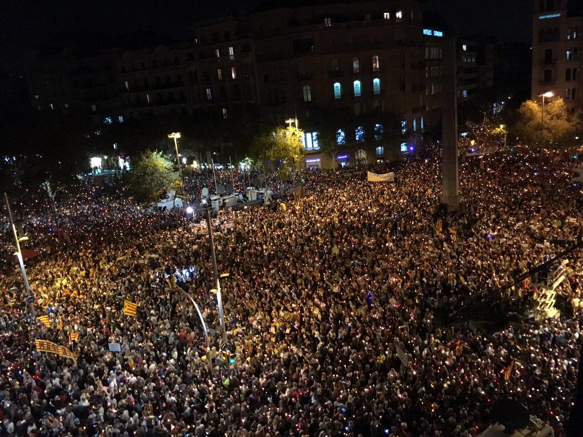 Emakume bat protestan, Bartzelonan. / ©Andreu Dalmau, EFE