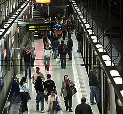 Norman Foster arkitektoak diseinatutako metro geltokia, Bilboko San Ignazio auzoan. ©LUIS JAUREGIALTZO / ARGAZKI PRESS