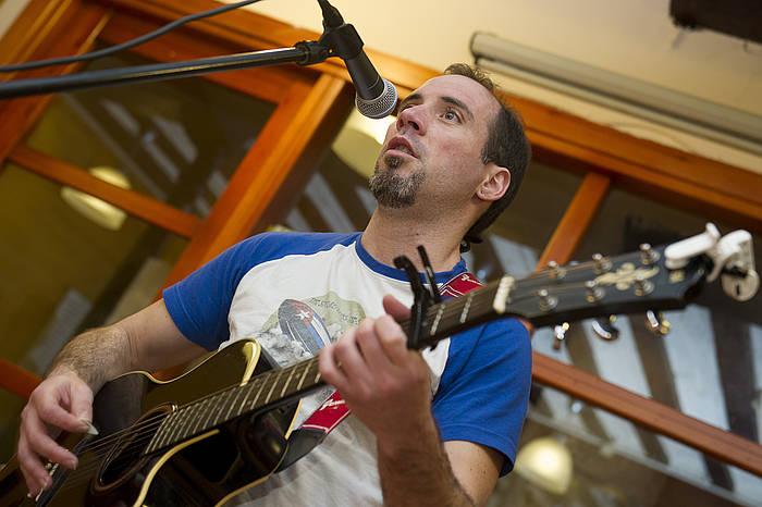 Oskar Estanga musikaria eta bertsolaria./ ©Iñigo Uriz / Argazki Press