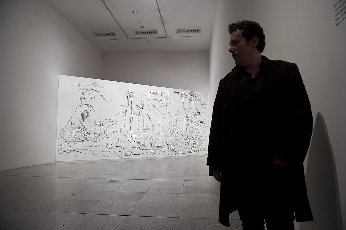 Jose Ramon Amondarain, <em>Premia</em> artelanaren lehen oihalaren edo <em>Gernika</em>-ren lehen pausoaren aurrean.