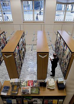 Lehengo laguntza moldean, liburutegi publikoetarako aleak erosten zituen Jaurlaritzak.