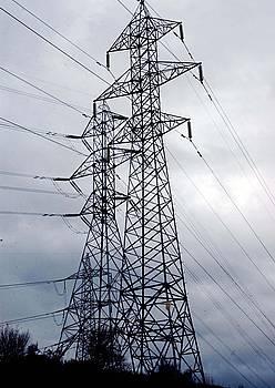 400.000 watteko lineak jartzeko bi plan daude Hegoaldean.
