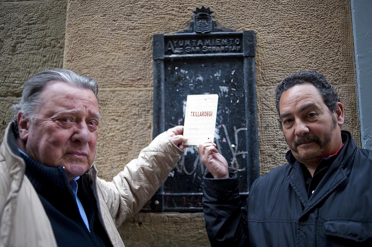 Antxon Lafont Haran bildumako zuzendaria eta Fito Rodriguez <em>Txillardegi</em> liburuaren egilea. / JUAN CARLOS RUIZ/ ARP