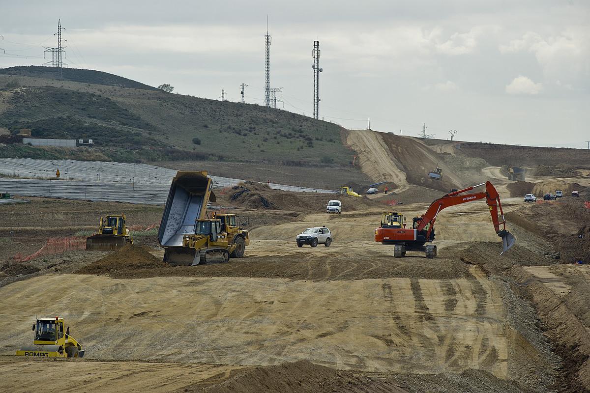 Cadreitan hasi dira AHTaren bidea eraikitzen Nafarroan.