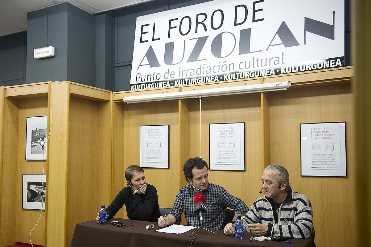 Uxue Barkos, Juan Kruz Lakasta eta Sabino Cuadra, Euskalerria irratiak antolatutako mahai inguruan.