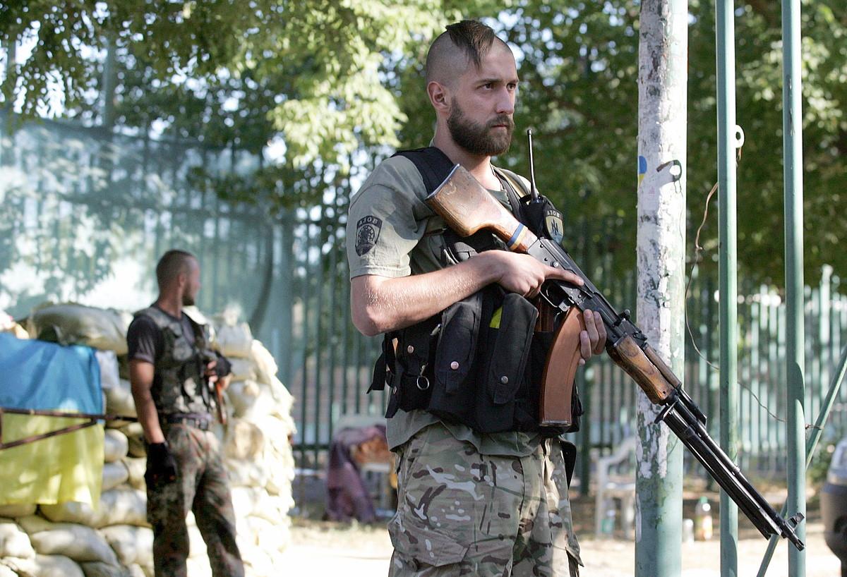 Ukrainako armadako Azov batailoiko kideak, Mariupol hiria zaintzen. ©ALEXANDER ERMOCHENKO / EFE