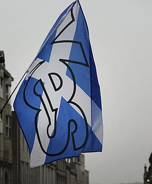 Independentziaren aldeko leloa, Eskoziako bandera batean, Aberdeen hirian. ©ANDY RAIN / EFE