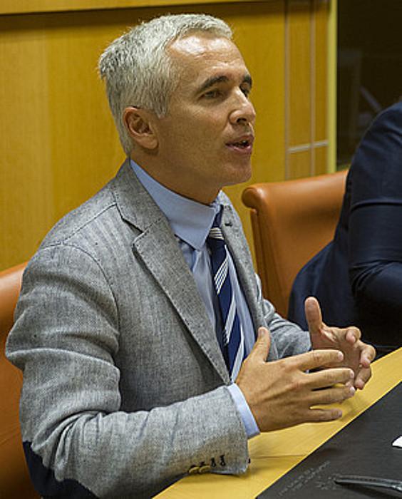 Joseba Arregi eta Javier Tajadura, atzoko agerraldietan. ©JUANAN RUIZ / ARGAZKI PRESS