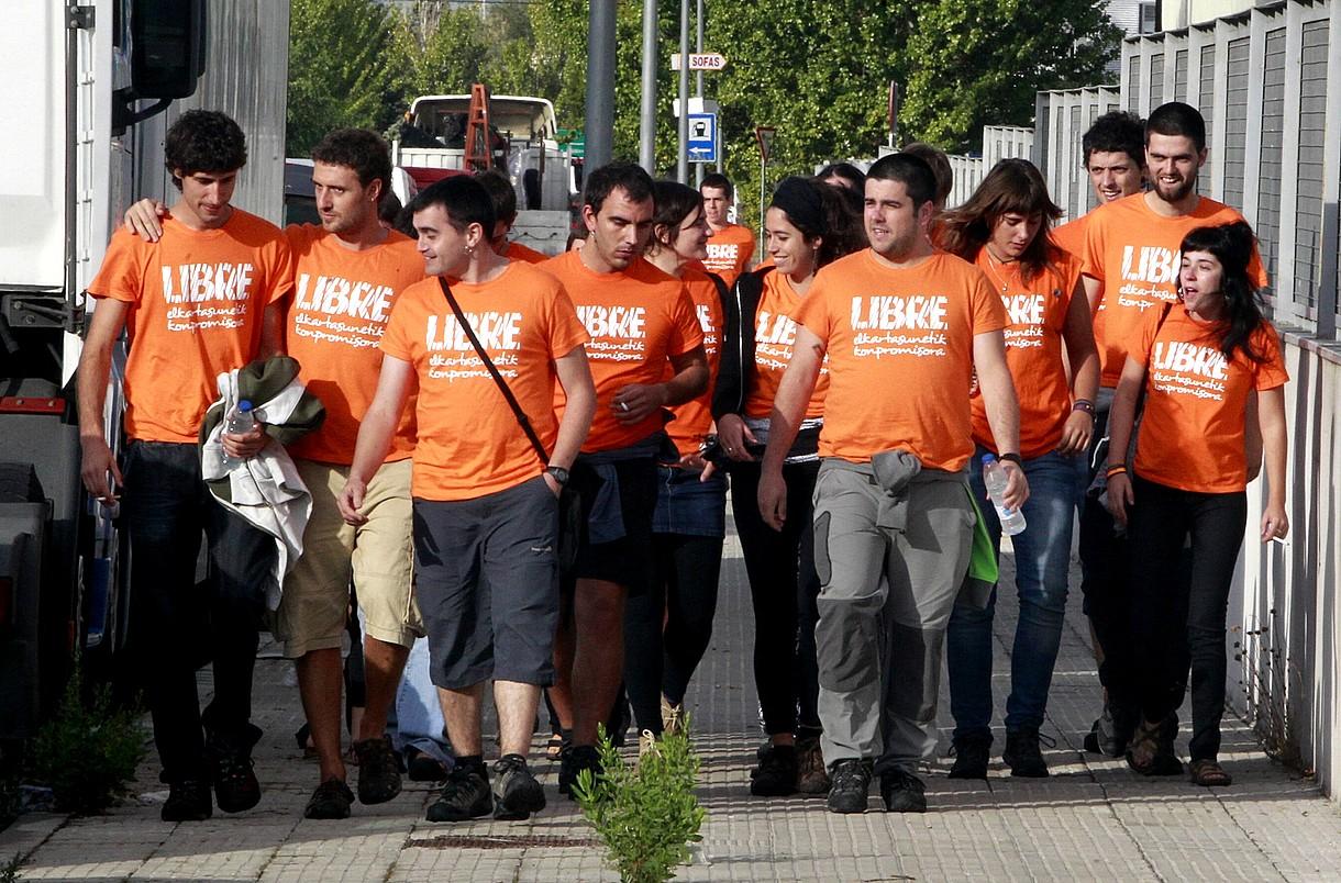 Gazte auzipetuak, Espainiako Auzitegi Nazionalera iristen, atzo. ©J. DANAE / ARGAZKI PRESS