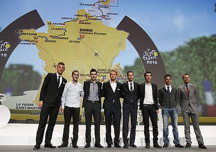 Kittel, Kadri, Gallopin, Kristoff, Nibali, Pinot, Peraud eta Evans, atzo, Tourraren aurkezpen ekitaldian. ©YOAN VALAT / EFE