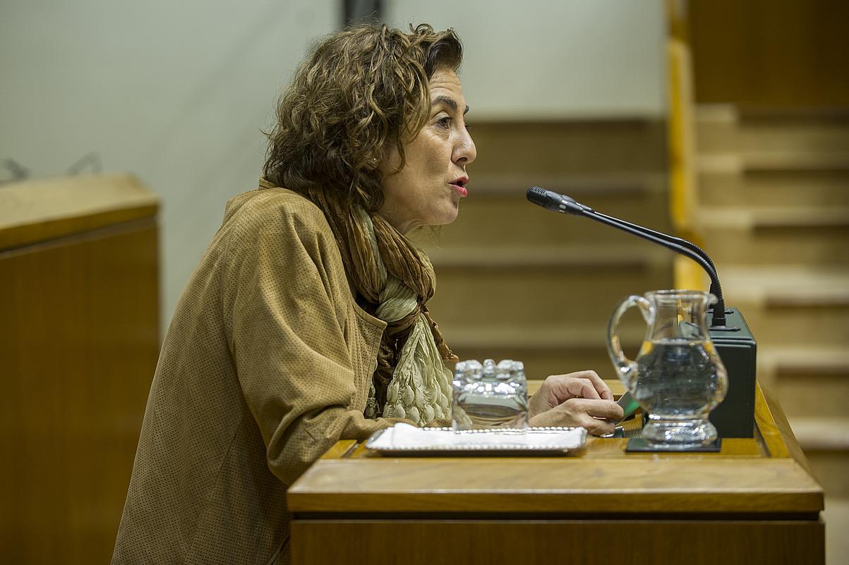 Cristina Uriarte sailburua, atzo Eusko Legebiltzarrean egindako agerraldian. ©JUANAN RUIZ / ARGAZKI PRESS