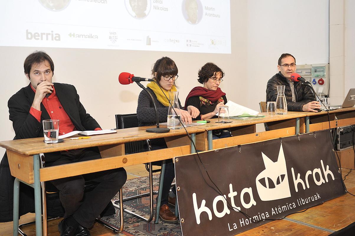 <b>Martin Aranburu, Arantza Santesteban, Zelai Nikolas eta Pello Urzelai, atzo, Iru&ntilde;ean.</b> / IDOIA ZABALETA / ARGAZKI PRESS
