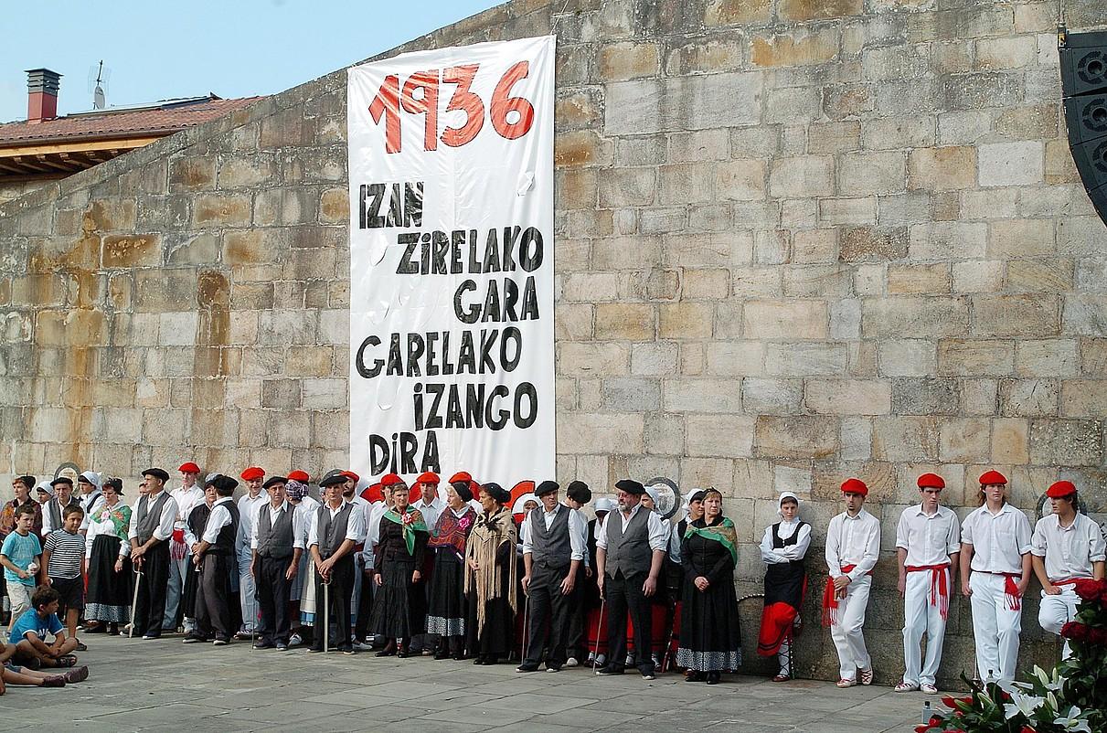 Otxandioko bonbardaketaren 70. urteurrena gogoratzeko ekitaldia, 2006an.