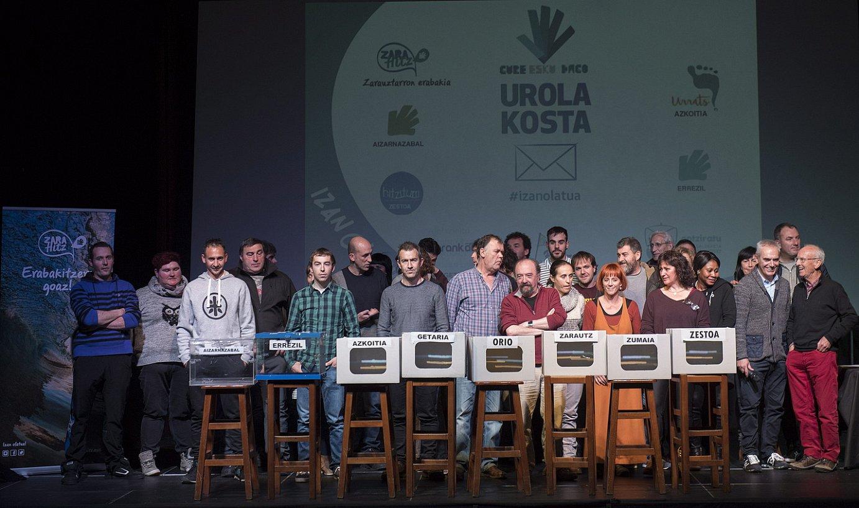 Euskal estatuari buruzko galdeketa eguna eta galdera iragartzeko Zarautzen egindako ekitaldia, atzo. ©GORKA RUBIO / ARP