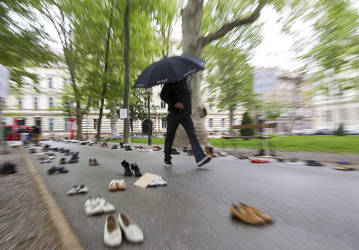 Langabezia eta migrazio ekonomikoak salatzeko, sindikatuek ekintza bat antolatu zuten Kroazian, iaz. ©ANTONIO BAT / EFE