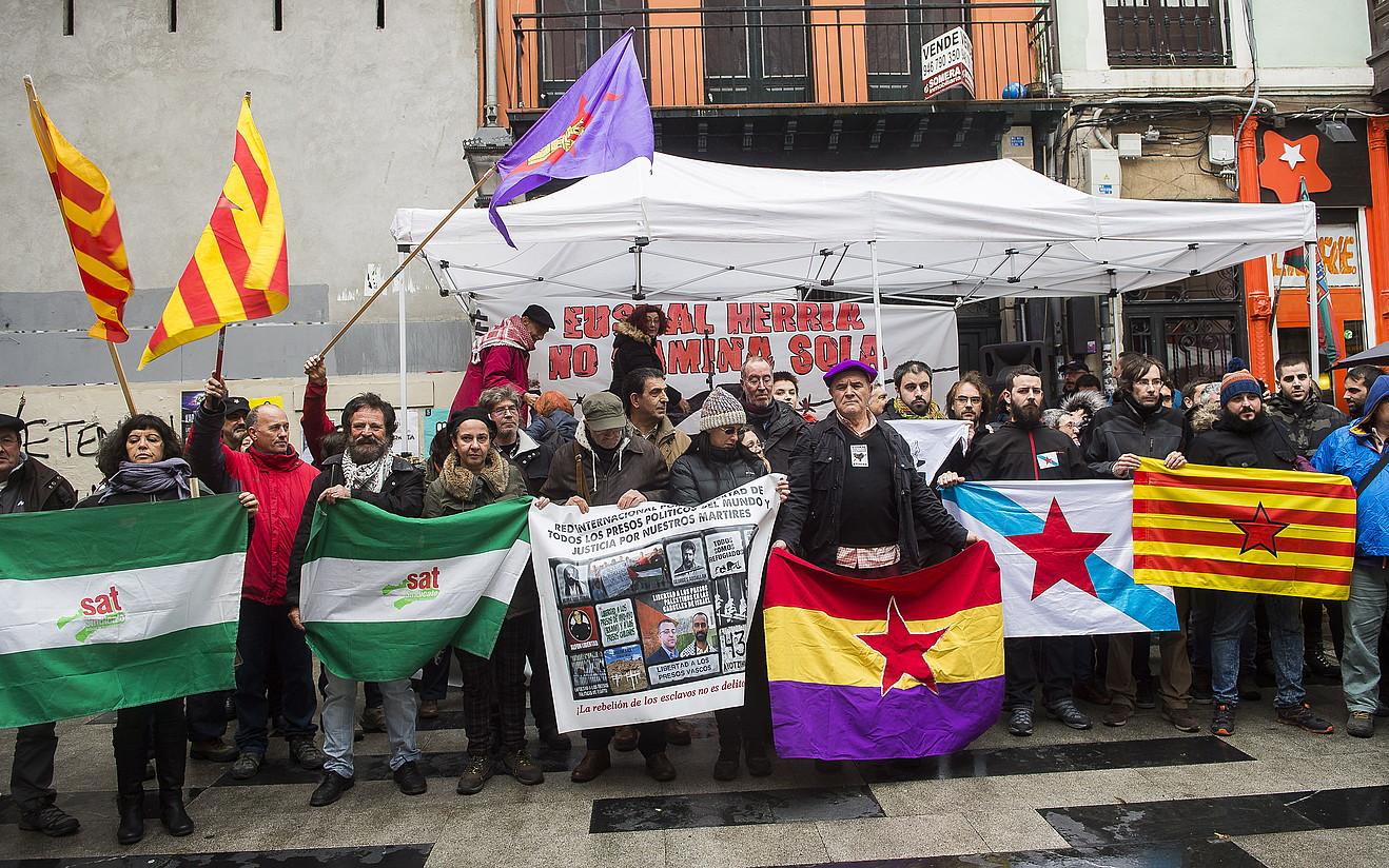 Atzo Bilbora joandako Euskal Herriaren Lagunak mugimenduko ordezkariak. ©LUIS JAUREGIALTZO/ ARGAZKI PRESS
