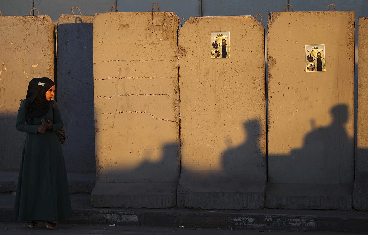 Emakumeen zapalketa bikoitza agerikoa da liburuko ipuinetan: genero zapalketa, batetik, eta Israeleko Estatuaren bortizkeria, bestetik. ©ATEF SAFADI / EFE