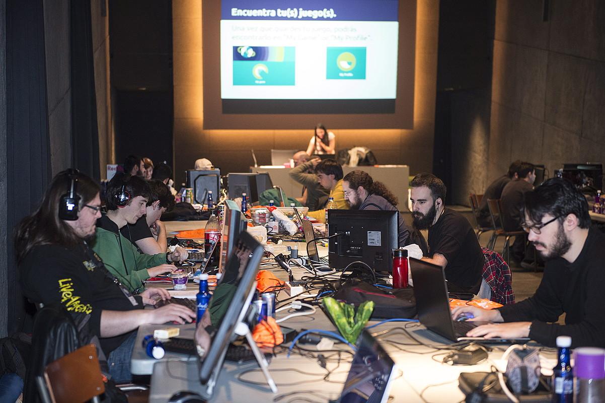 Global Game Jam nazioarteko ekitaldiko partaideak, Bilbon, atzo. ©MONIKA DEL VALLE / ARGAZKI PRESS