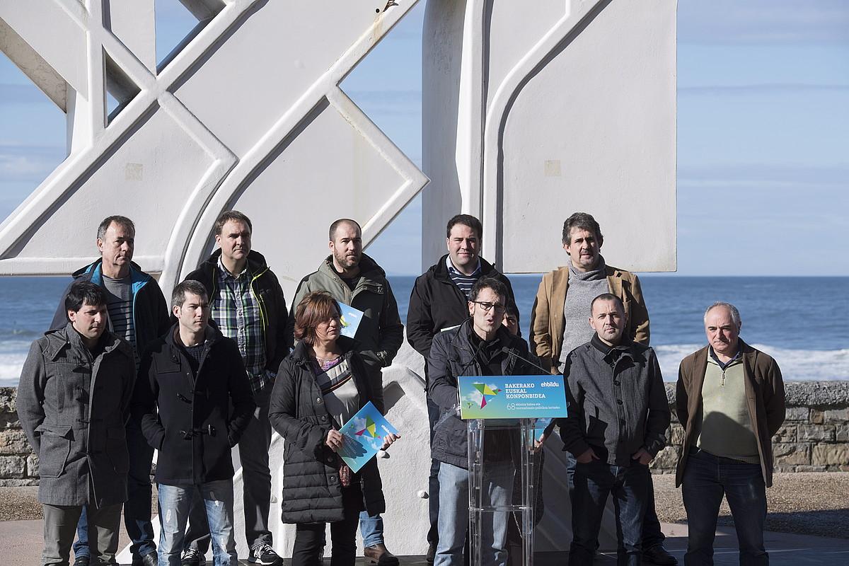 Bakerako Euskal Konponbidea aurkezteko EH Bilduko kideen agerraldia, atzo, Donostian. ©GORKA RUBIO / ARGAZKI PRESS