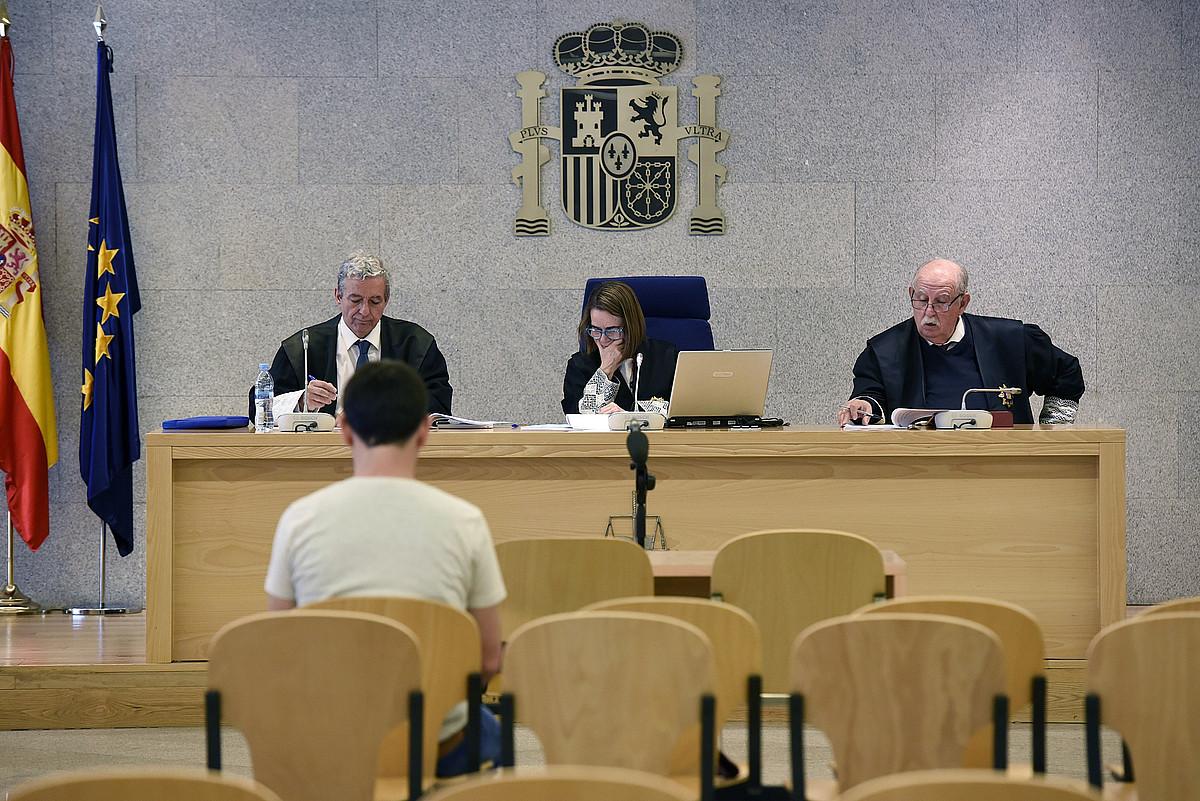 Auzipetu bat Espainiako Auzitegi Nazionaleko akusatuen aulkian, iazko maiatzean. ©FERNANDO VILLAR / EFE