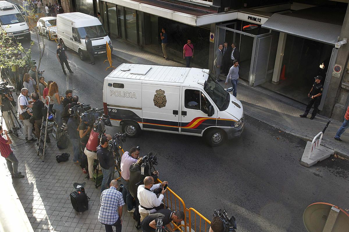 Kazetariak, argazkilariak eta kamerariak, 2014an, Espainiako Auzitegi Nazionalaren atarian. ©ANGEL DIAZ / EFE