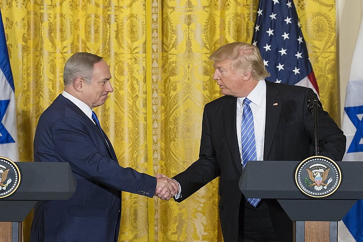 Benjamin Netanyahu eta Donald Trump atzo, Etxe Zurian, Washingtonen. ©MICHAEL REYNOLDS / EFE