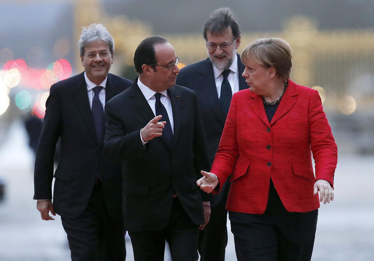 Paolo Gentiloni, François Hollande, Mariano Rajoy eta Angela Merkel, atzo, Versallesen. ©JUAN CARLOS HIDALGO / EFE