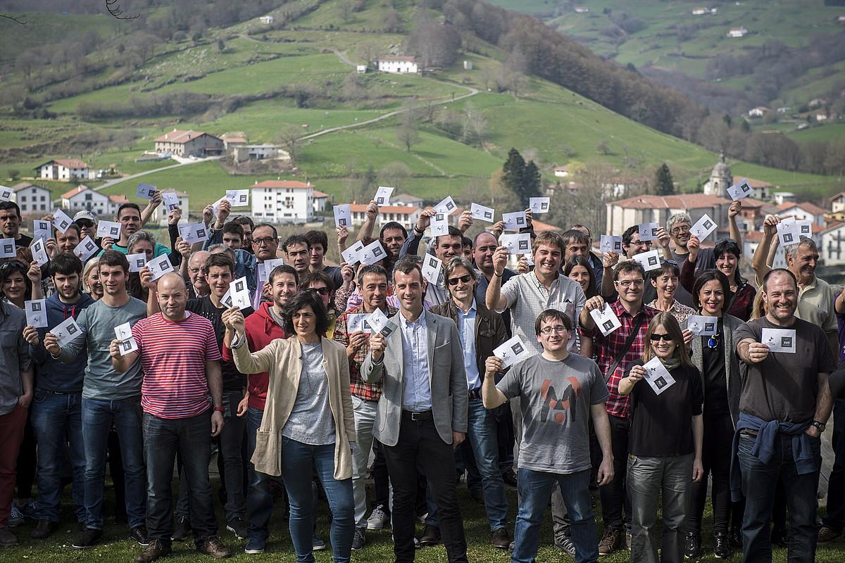 Tolosaldeko hautetsiak, atzo, Bidania-Goiatzen. ©GORKA RUBIO / ARGAZKI PRESS
