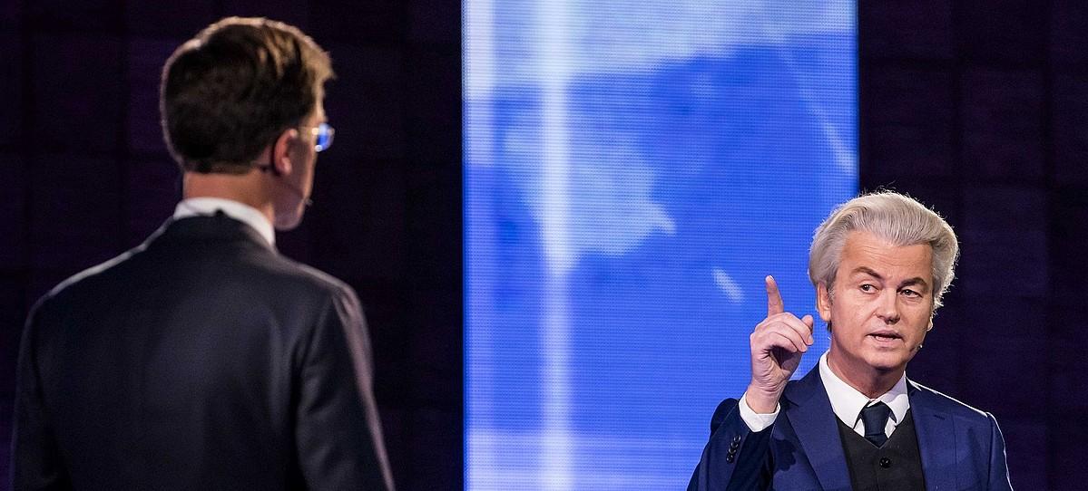 Geert Wilders, PVV Askatasunaren Alderdiko burua, Mark Rutte Herbehereetako lehen ministroarekin —bizkarrez—, kanpaina amaierako aurrez aurrekoan. ©BART MAAT / EFE