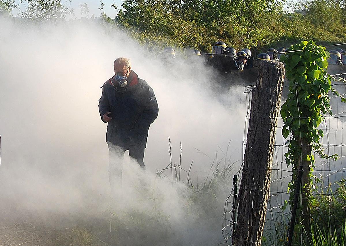Poliziak negar eragiteko gasak erabili zituen, atzo, Gabadin. ©ELB