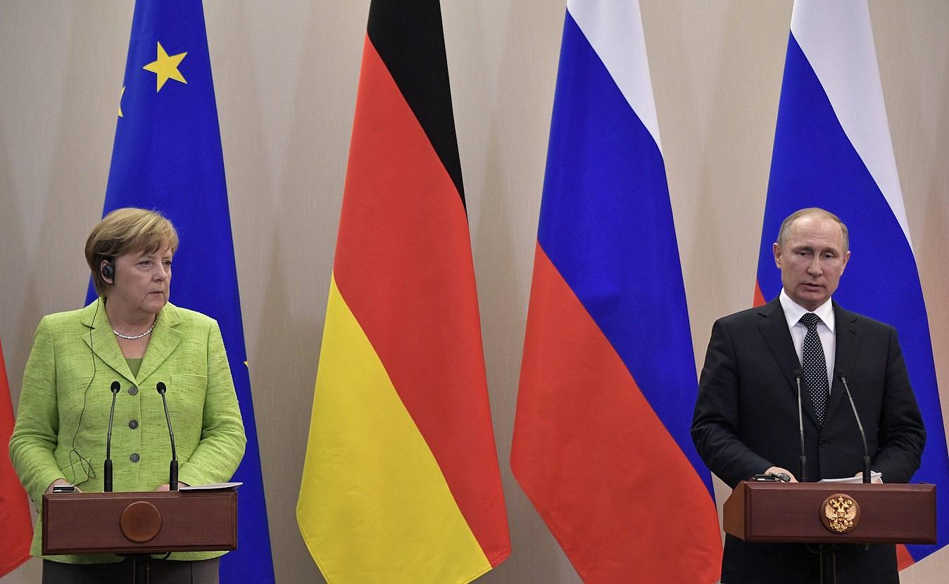 Angela Merkel Alemaniako kantzilerra eta Vladimir Putin Errusiako presidentea, atzo, Sotxin. ©ALEXEY NIKOLSKY / EFE