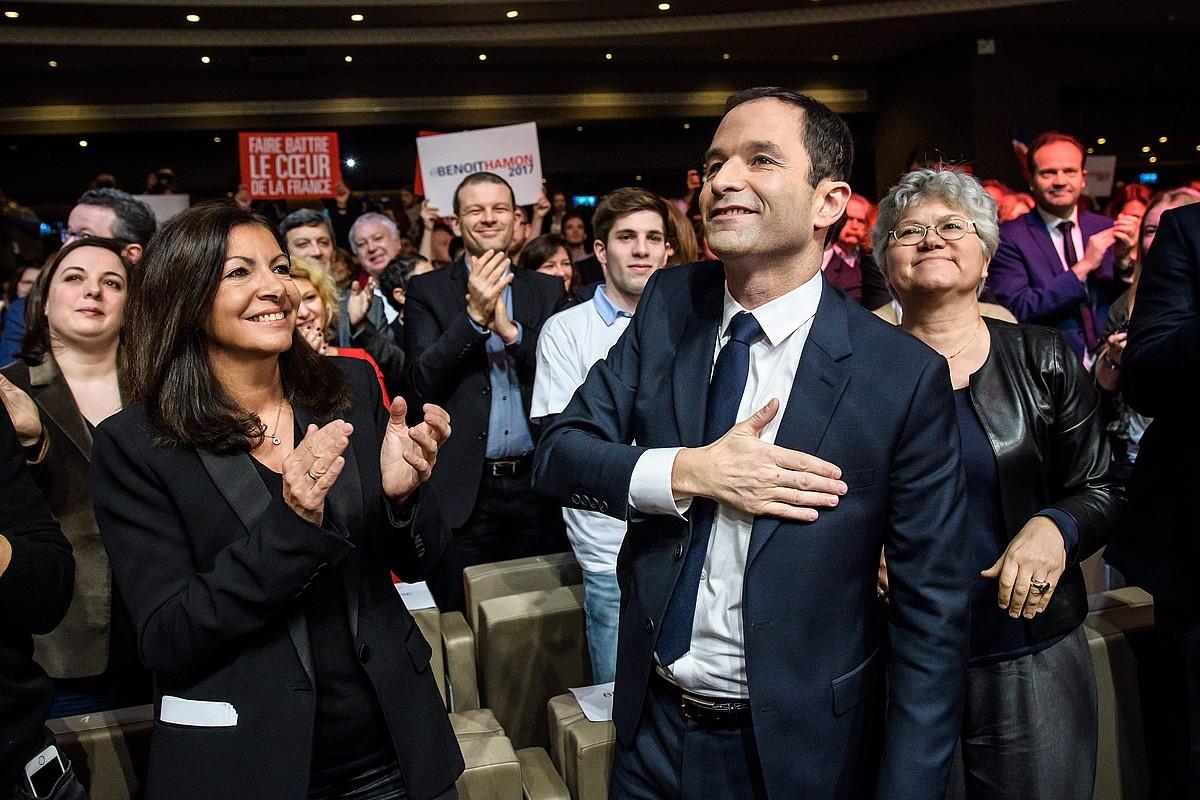 Anne Hidalgo eta Benoit Hamon, otsailean, Alderdi Sozialistaren mitin batean. ©CHRISTOPHE PETIT TESSON / EFE