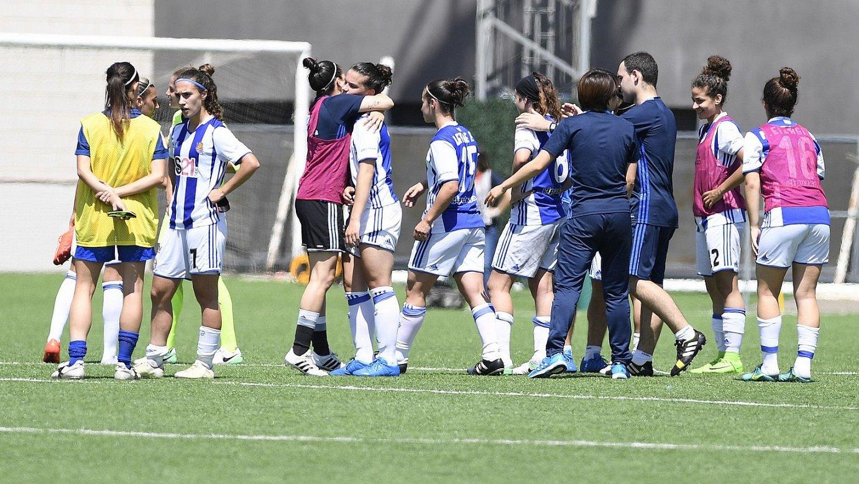 Realeko jokalariak, Bartzelonaren aurkako Espainiako Kopako final-laurdenetako kanporaketa amaitu berritan. ©REALA