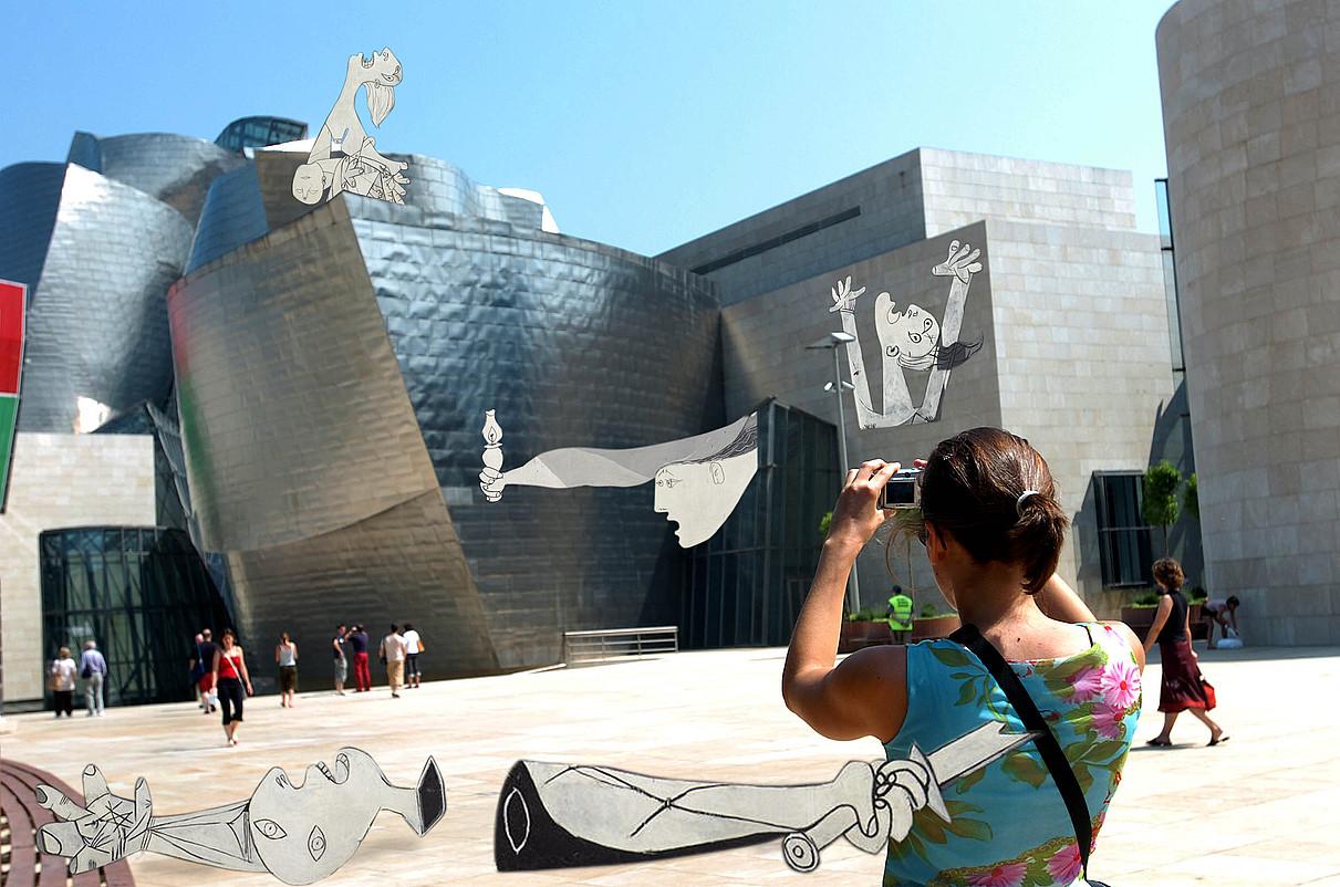 Picassoren <em>Gernika</em> margolaneko irudibatzuk Bilboko Guggenheimmuseoaren aurrean erakusten dituenmuntatze bat. Zenbait lekukorenarabera, bi aukera izan baitzituenkoadroak Euskal Herrian egoteko. &copy;BERRIA
