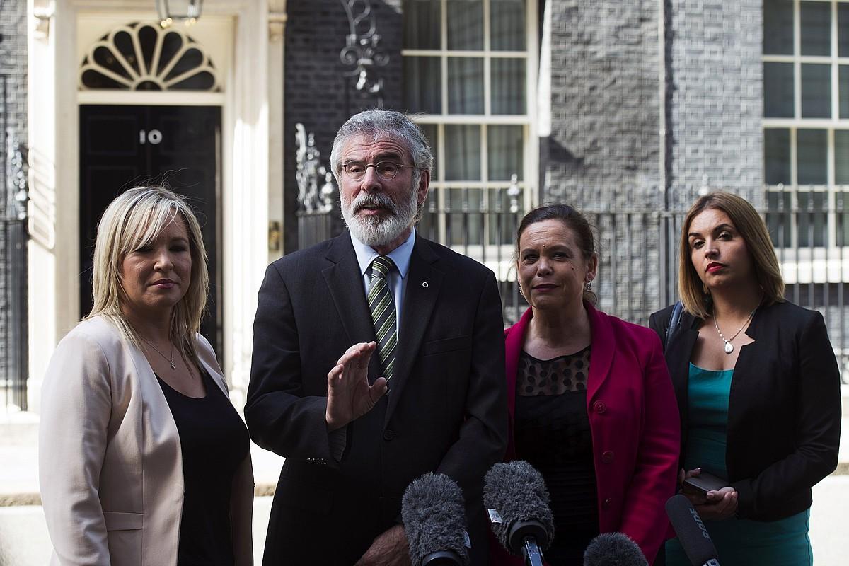Michelle O'Neill, Gerry Adams, Mary Lou McDonald eta Elisha McCallion Sinn Feineko ordezkariak, atzo, Downing Streeten. ©WILL OLIVER / EFE