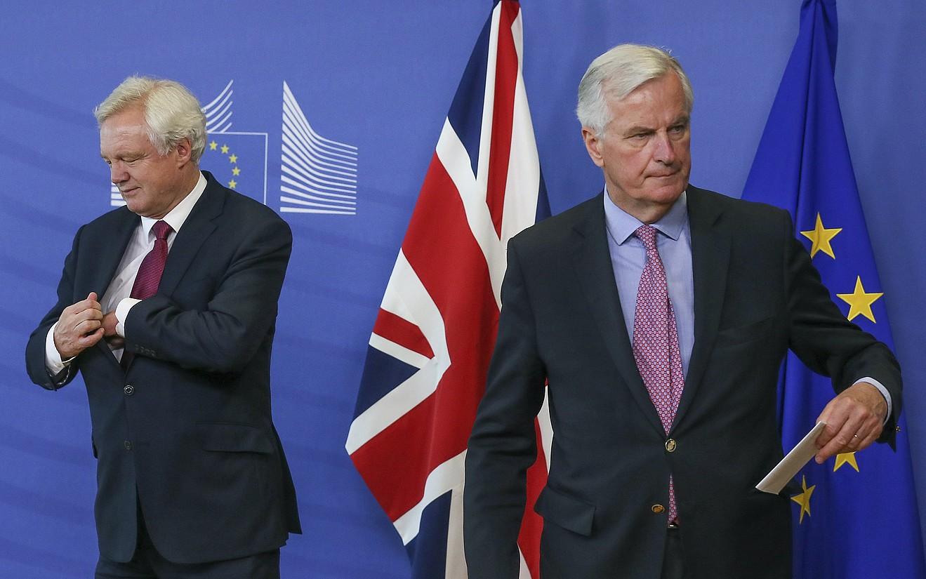 David Davis Erresuma Batuko negoziatzaile burua eta Michel Barnier Europako Batasunekoa, atzo, Bruselan. ©STEPHANIE LECOCQ / EFE