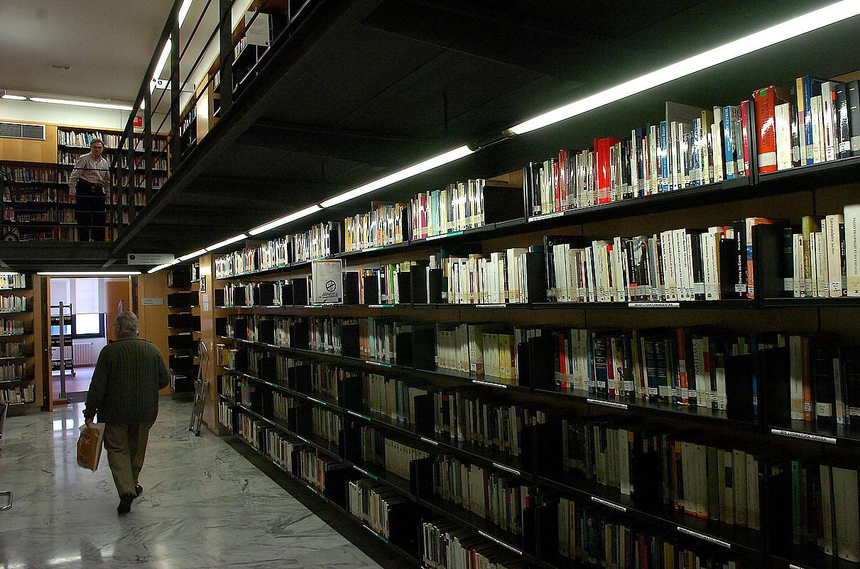 Koldo Mitxelena kulturuneko liburutegia berrantolatu nahi dute. ©IMANOL OTEGI / ARGAZKI PRESS
