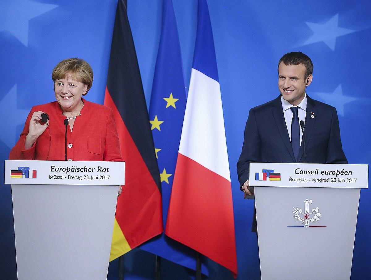 Angela Merkel Alemaniako presidentea eta Emmanuel Macron Frantziakoa,atzo, Bruselan. ©STEPHANIE LECOCQ / EFE