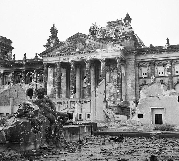 Berlingo Reichstag eraikina, erabat kaltetuta, II. Mundu Gerrako bonbardaketen ondorioz. ©BERRIA