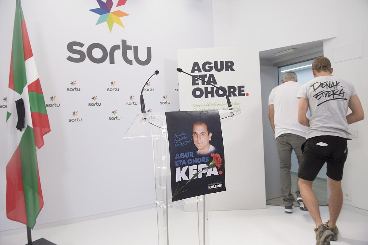 Sorturen Donostiako egoitzan atzo arratsaldean eginiko agerraldia. ©J. C. RUIZ / ARP