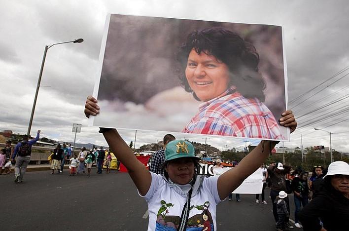 Berta Caceresen hilketa argitzeko egindako protesta, Tegucigalpan, ekainean. ©GUSTAVO AMADOR / EFE