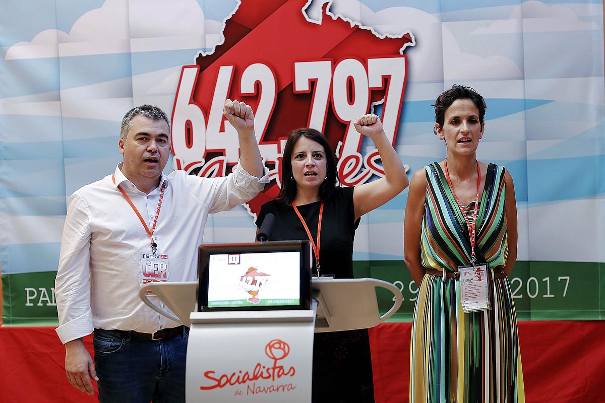 Santos Cerdan Antolamendu idazkaria, Adriana Lastra PSOEko idazkariorde nagusia eta Maria Txibite PSNko idazkari nagusia, PSNren Kongresuan.