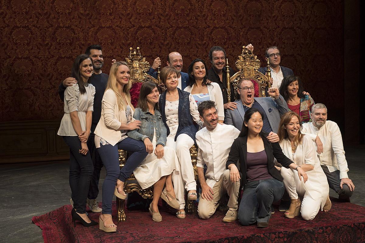 Operan parte hartuko duten kideetako zenbait, atzo, Kursaalean. ©GORKA RUBIO / ARGAZKI PRESS