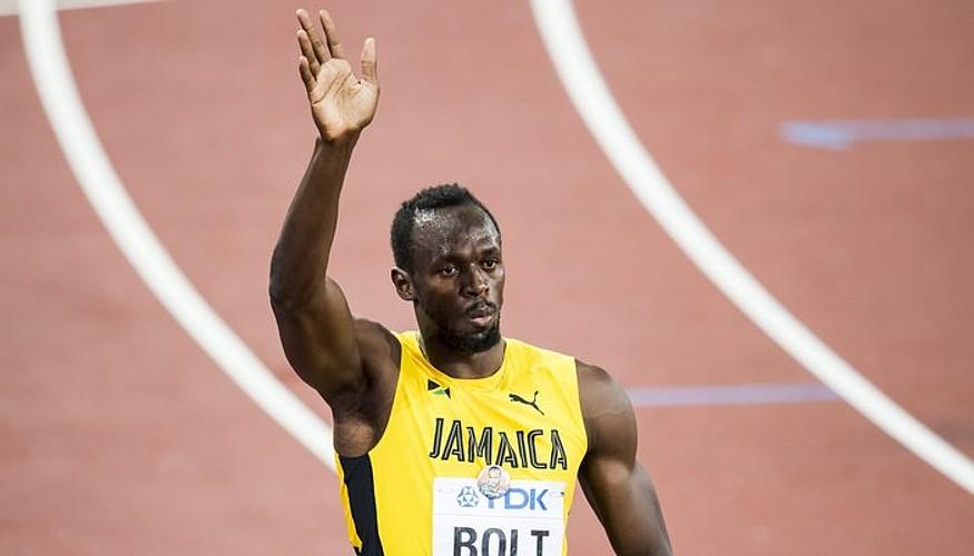 Usain Bolt, agur esaten, atzo, Londresko Olinpiar estadioan, txandakakoan lehiatu ondoren. ©FRANCK ROBICHON / EFE