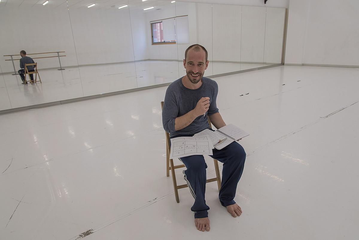 Igor Calonge, Errenteriako Dantzaguneko entsegu aretoan. ©ANDONI CANELLADA / ARGAZKI PRESS