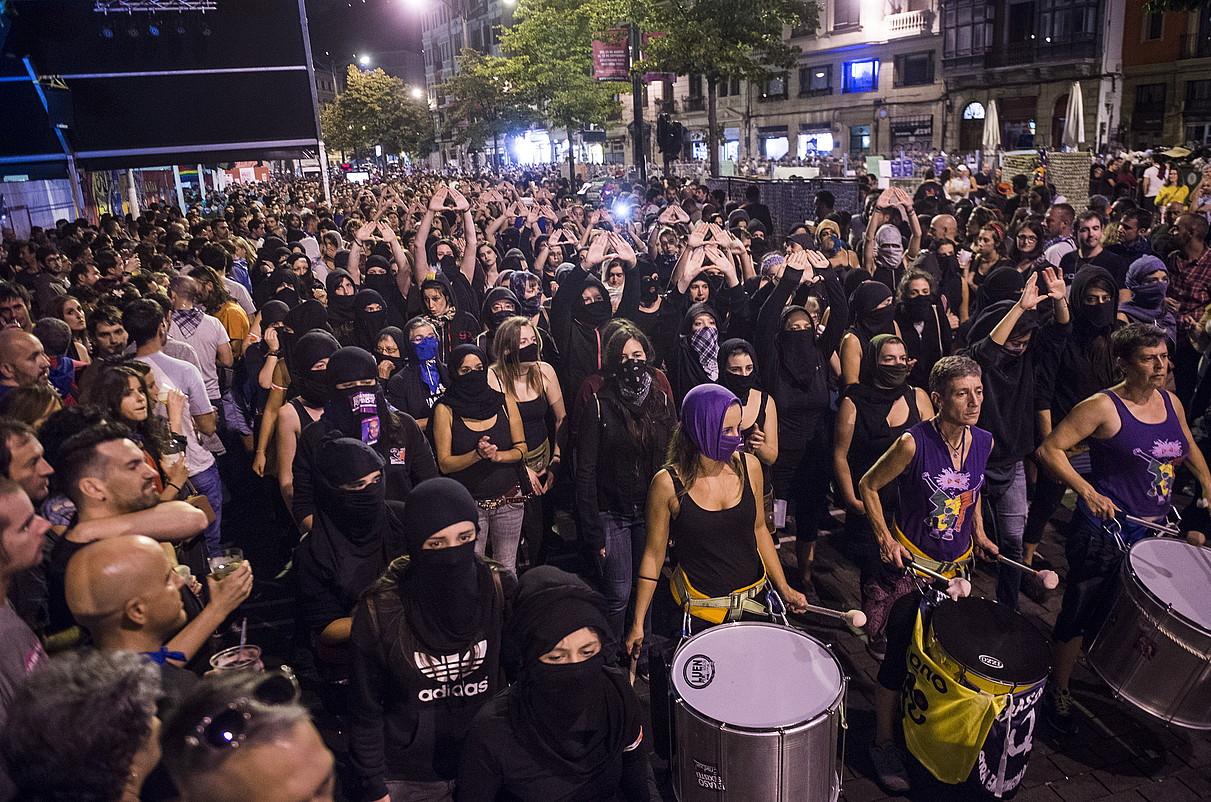 Ehunka emakumek parte hartu zuten ostiral gaueko manifestazioan. ©MARISOL RAMIREZ / ARGAZKI PRESS