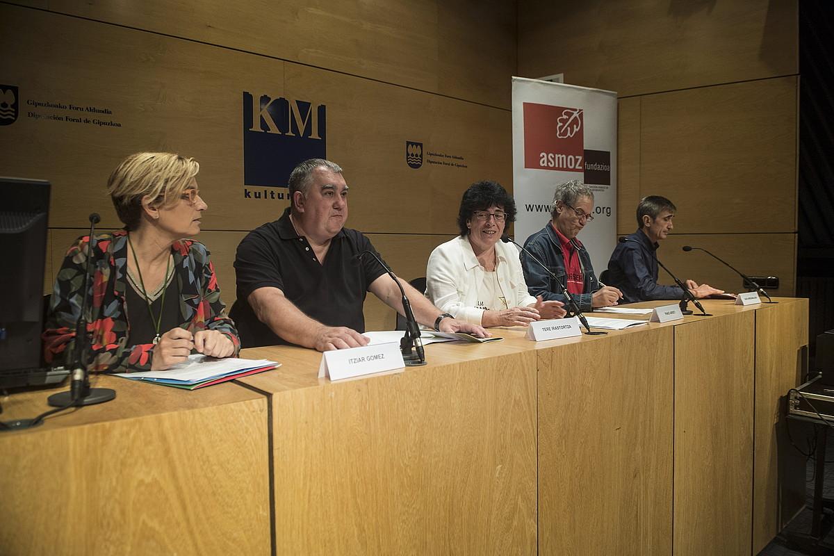 Itziar Gomez, Josemi Uribarren, Tere Irastortza, Pako Aristi eta Igor Arrizabalaga, Donostian. ©JON URBE / ARGAZKI PRESS