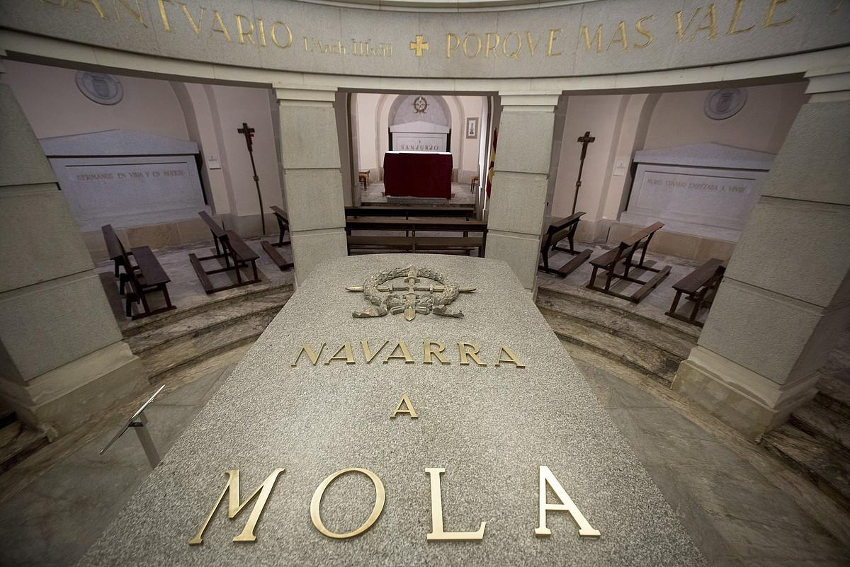 Kartzela eskaera Erorien Monumentuari buruzko ikerlan baten egileentzat