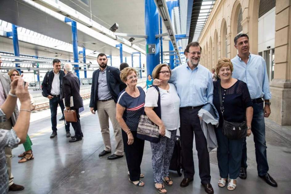 Mariano Rajoy eta, atzerago, Pedro Sanchez, Lleidara heldu berritan. / @MarianoRajoy